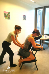 massage thaï assis sur chaise ergonomique bien-être détente relaxation le havre et son agglomération particuliers professionnels entreprise événement bien-être au travail qualité de vie au travail salarié collaborateur